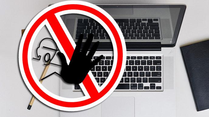 Dator och varningsskylt